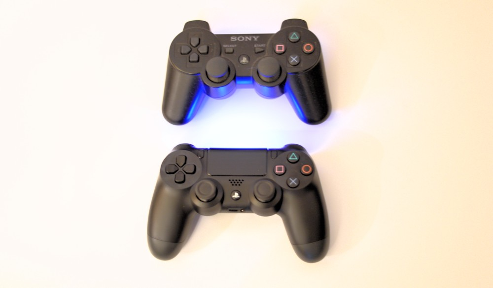 Dual Shock 3 (Top), Dual Shock 4 (Bottom)
